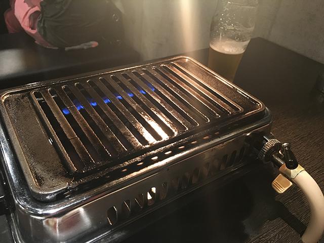 何だか懐かしい感じのする焼肉器もいい味を醸しだしています。