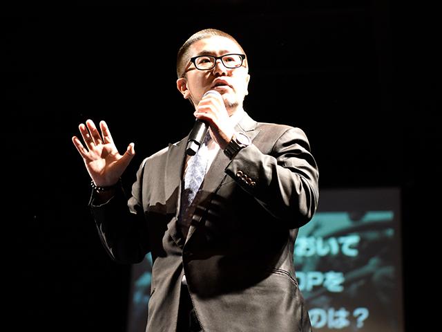 ヒップホップとは声なき者たちの抵抗の手段!そして現代の日本人において一番ヒップホップを必要しているのは社会人のみなさまなのではないかと!熱く語る審査員の三浦さん!