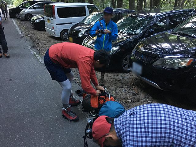 荷物を確認、準備しいざ登山口へ。