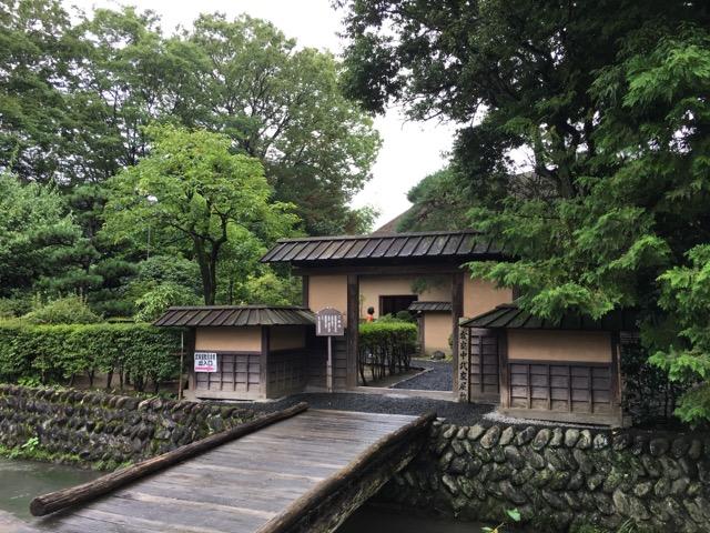 ようやく武家屋敷。風情ある感じですね。ちなみに某ポスターの撮影でこちらの橋の真ん中に吉永小百合さんが立たれたようです。