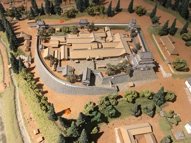 白石城の復元模型。今は天守閣のみですが、当時はこんなに立派な屋敷があったんですね。