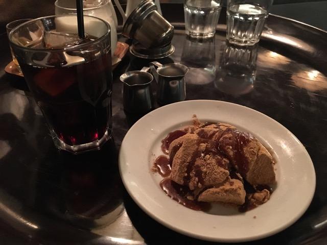 わらび餅とアイスコーヒーのセット。もちもちのわらび餅が美味しい。