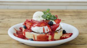 パンケーキ人気店ランキング第1位の「アクイーユ」 ~天使のクリーム~いちごのレアチーズパンケーキを 3月15日(木)から季節限定販売!サムネイル