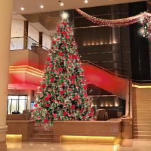 """『インターコンチネンタル クリスマス 2018』 """"クリスマスレッド""""に彩られた華やかなツリーが初登場!サムネイル"""