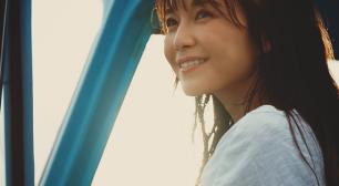 AAA・宇野実彩子 新曲初披露! ハワイの青空の下、水着姿やウエディングドレス姿で砂浜を駆け抜ける。 メイキング&インタビュー動画「明るい毎日にわたしの楽曲が寄り添えればいい」サムネイル