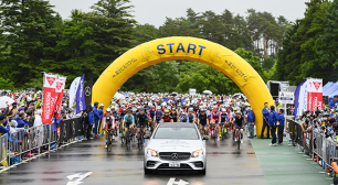 約8,000人のサイクリストが富士スバルラインを快走「FUNRiDE presents 富士の国やまなし  第16回Mt.富士ヒルクライム」開催サムネイル