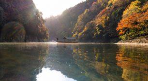星のや京都 屋形舟を貸し切って朝日に輝く嵐山の紅葉を独り占め「朝のもみじ舟」1日1組限定開催 期間:2020年11月20日〜12月5日サムネイル