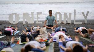 """ヨガと音楽を楽しむ、今年はメディテーションを加えビーチで自分と向き合う時間 """"ONE and ONLY2021-Laid Back-""""が伊豆今井浜海岸で開催!サムネイル"""